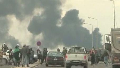 Войска Каддафи взорвали нефтехранилища