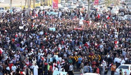 Тысячи людей ночевали на площади столицы Бахрейна: планируется марш протеста