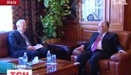 Премьер Азаров поехал в Ливию