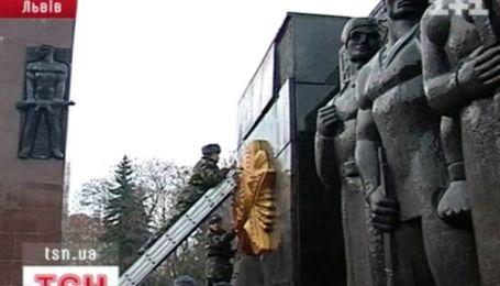 Во Львове в очередной раз пострадал Монумент славы