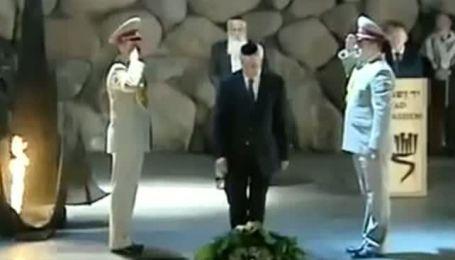 Конфуз с Азаровым: в Иерусалиме с головы премьера упала кипа