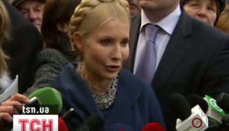 Тимошенко принесла в Генпрокуратуру новогодние игрушки