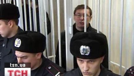 Суд отказал Луценко в освобождении из-под ареста