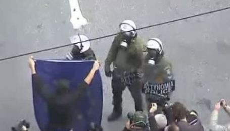 Забастовка в Греции переросла в столкновения анархистов с полицией