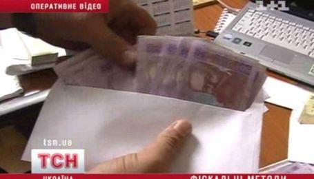 Податкова проти зарплати в конверті