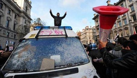 Массовые протесты студентов в Великобритании