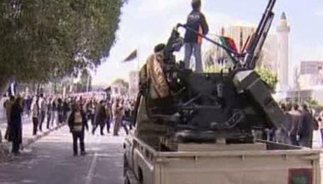 Противостояние в Ливии между оппозицией и сторонниками Каддафи продолжаются