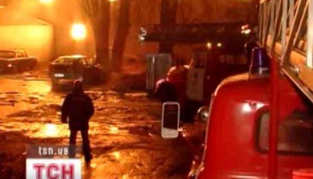 11 пожарных частей и 22 машины тушили пожар в Киеве