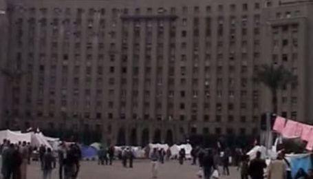 Оппозиционеры продолжают собираться на центральной площади Каира