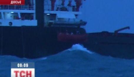 У берегов Крыма ликвидируют нефтяные пятна