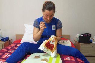 Одна з лідерок збірної України з біатлону вишиває ікони перед виступом на Олімпіаді-2018
