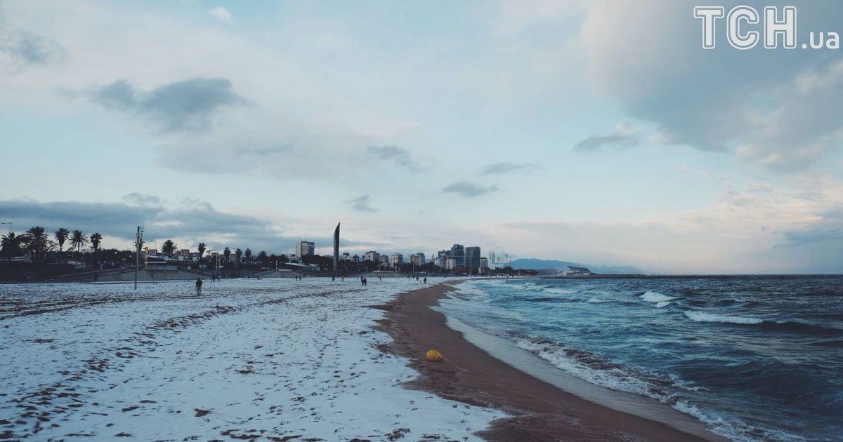 Засніжений пляж у Барселоні