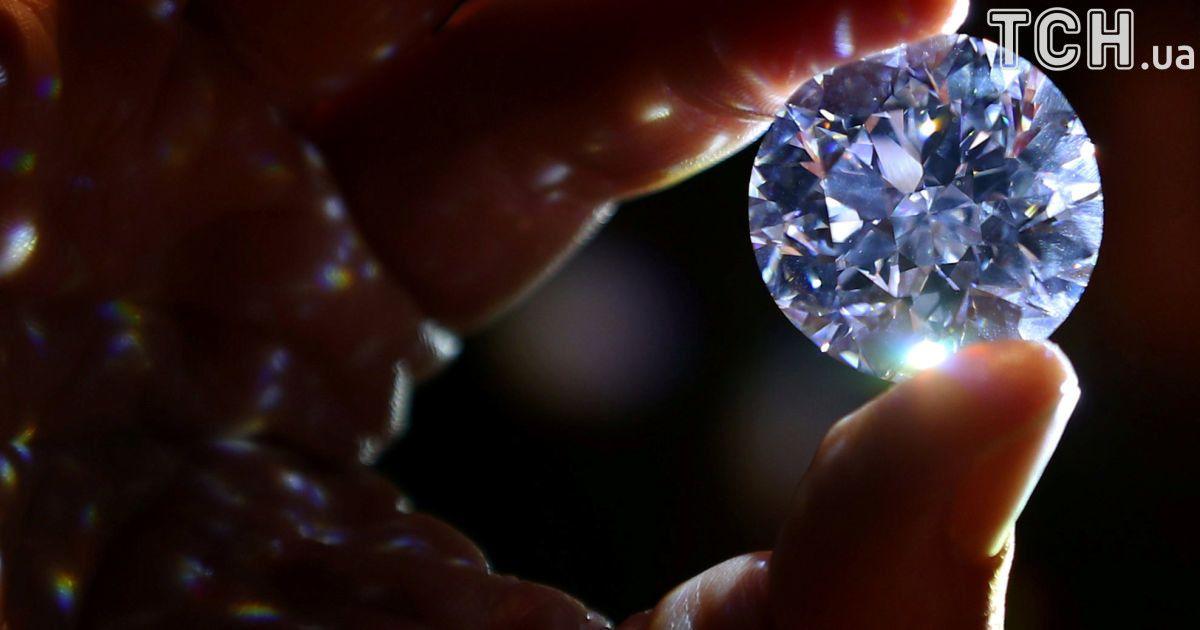 На аукціон виставили неймовірної краси діамант, який може стати найдорожчим у світі
