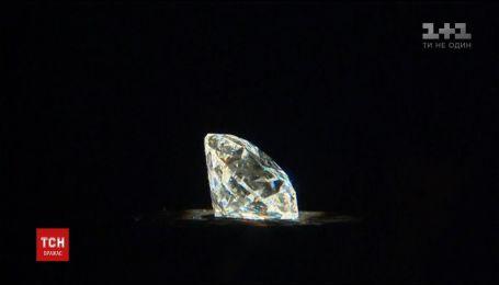 """Рідкісний діамант продадуть на аукціоні """"Сотбіс"""""""