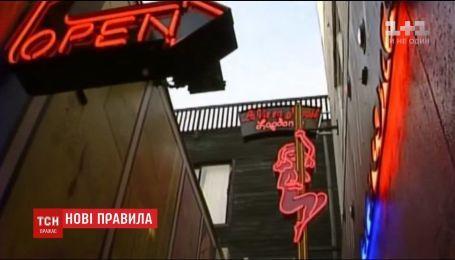 В Амстердаме запретят туристам фотографировать и рассматривать проституток