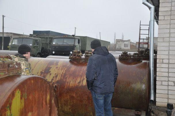 На Николаевщине заместителя командира воинской части уличили в сливе горючего