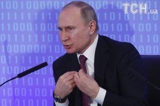 Путин посоветовал заменить в анекдоте тракториста, которого хотели изнасиловать, на доярку