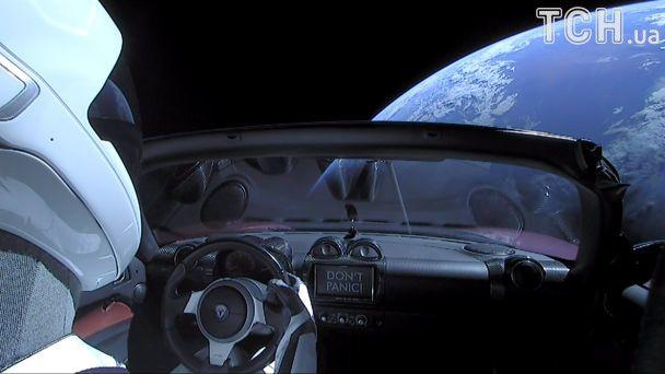 Астрономи за допомогою потужного телескопа сфотографували Tesla у відкритому космосі