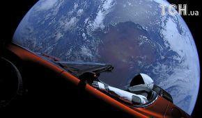 Астрономы при помощи мощного телескопа сфотографировали Tesla в открытом космосе