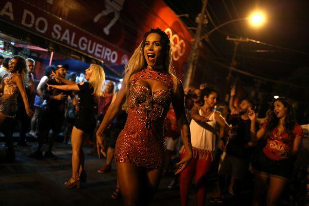 Оголені тіла та танці просто вулиць: у Ріо-де-Жанейророзпочався карнавал