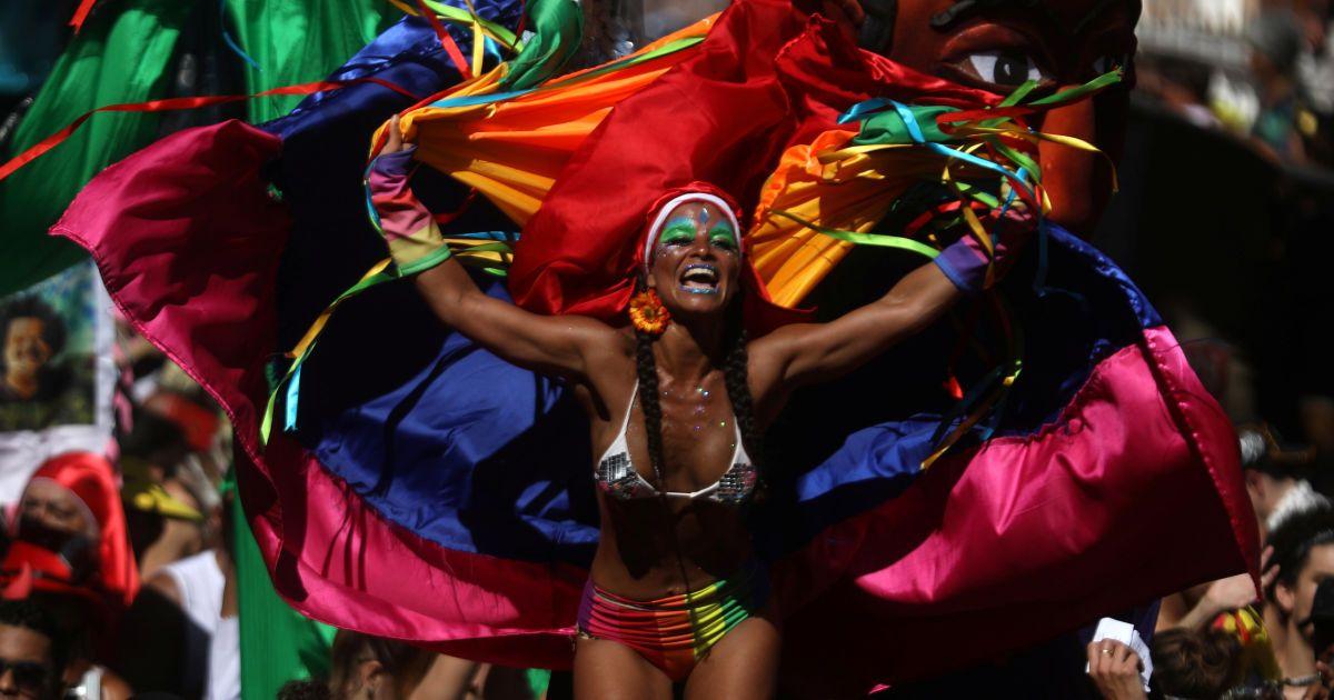 Обнаженные тела и танцысреди улиц: в Рио-де-Жанейро начался карнавал