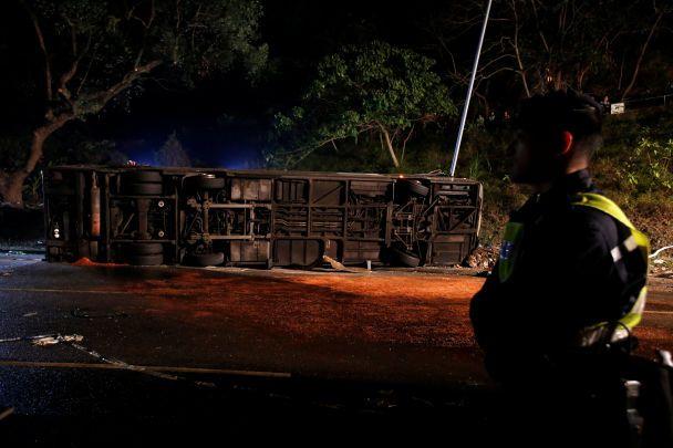 В Гонконге разбился двухэтажный автобус, минимум 19 жертв