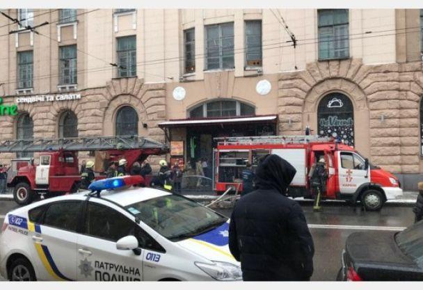 Пожежа поряд із місцем страшної ДТП у Харкові: перекрито центральну вулицю, площу та вхід у метро