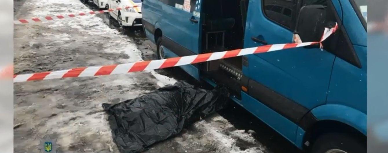 На зупинці в Києві зарізали чоловіка через чергу на маршрутку