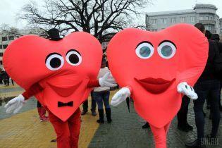 На День закоханих через велику кількість охочих одружитися подовжать графік роботи РАЦСів