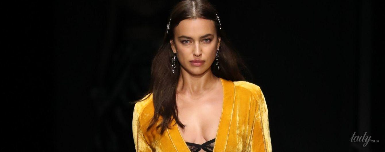 В эффектном платье, но с темными кругами под глазами: Ирина Шейк на Неделе моды в Нью-Йорке
