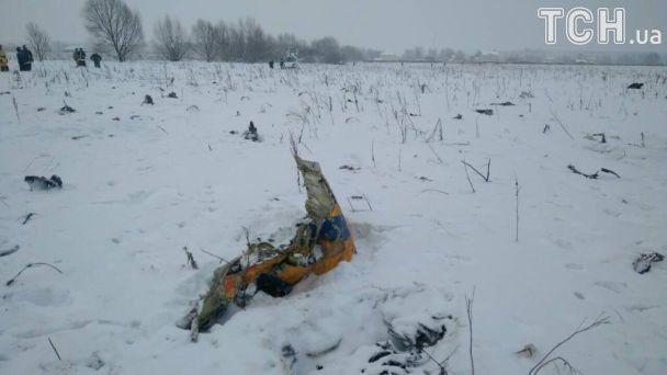 У Підмосков'ї біля місця падіння пасажирського літака Ан-148 виявили уламки вертольота