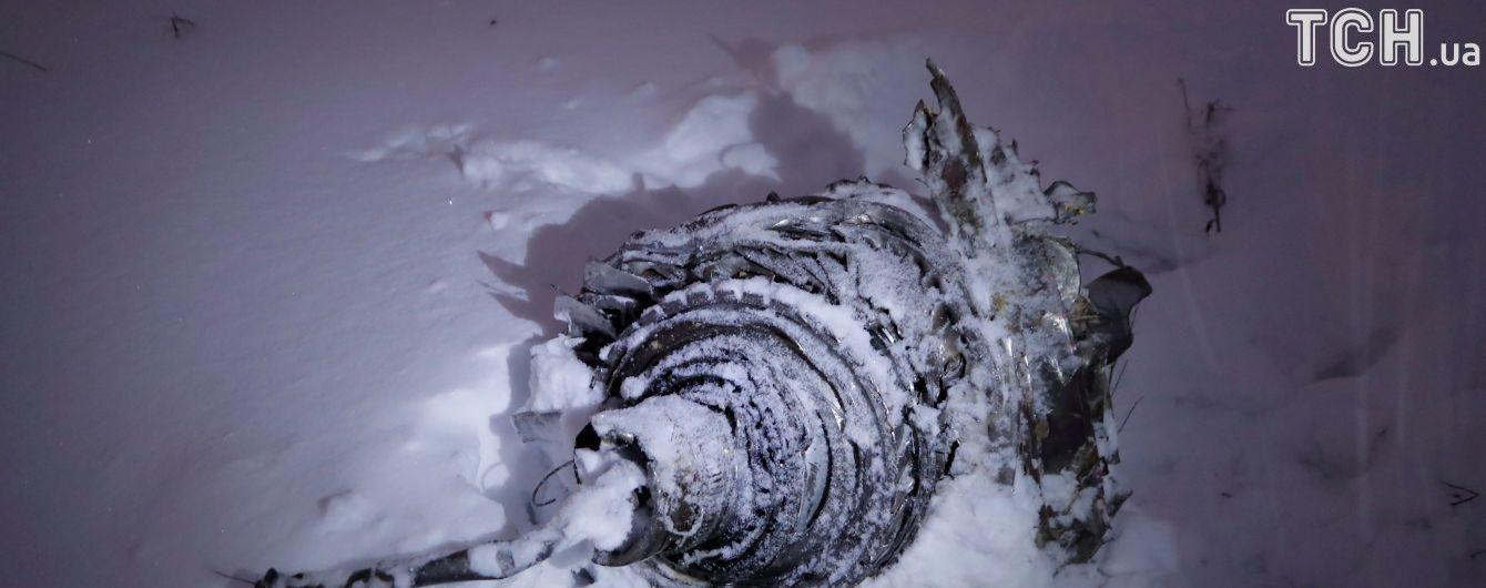 Яма глубиной полтора метра и мелкие фрагменты фюзеляжа в радиусе километра: как выглядит место катастрофы Ан-148 в Подмосковье