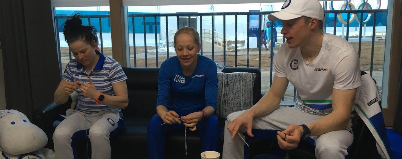 Фінського тренера спіймали за в'язанням під час змагань Олімпіади, а потім і всю команду