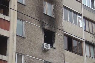 В Киеве на Троещине полицейские спасли из охваченной дымом квартиры пятерых детей