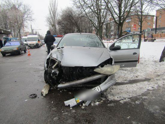 На Київщині п'яна 18-річна дівчина на чужому авто збила на смерть жінку і травмувала військового