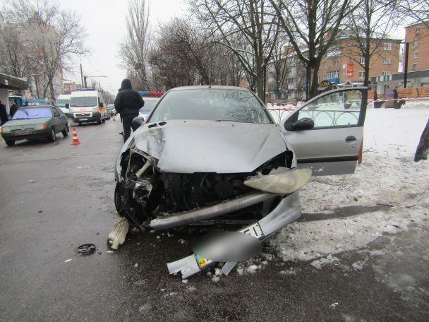 На Киевщине пьяная 18-летняя девушка на чужом авто сбила насмерть женщину и травмировала военного