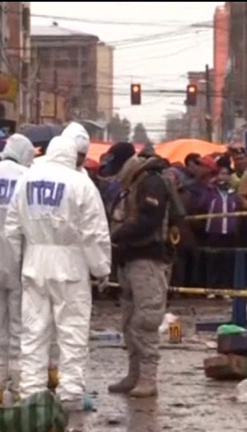 Трагедия на карнавале. В Боливии на улице взорвалась продуктовая палатка
