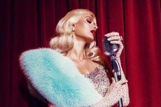 Обольстительная Пэрис Хилтон в сияющем платье поразила образом Мэрилин Монро
