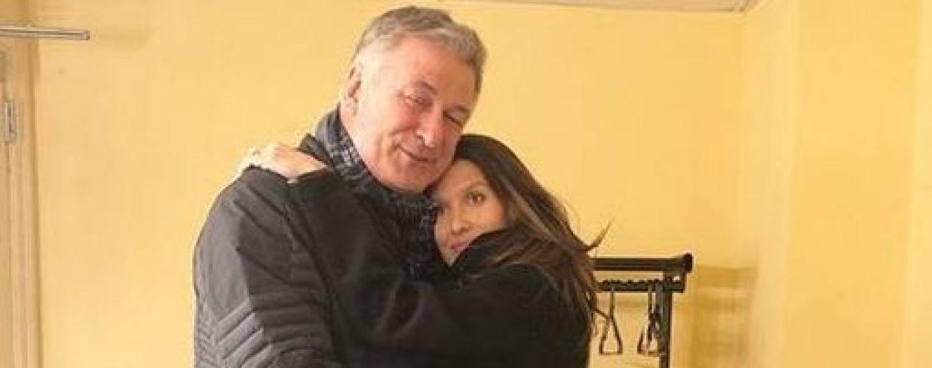 Как это мило: Хилария Болдуин выхаживает мужа после операции