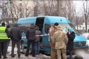 У поліції розповіли подробиці різанини на зупинці маршрутки у Києві
