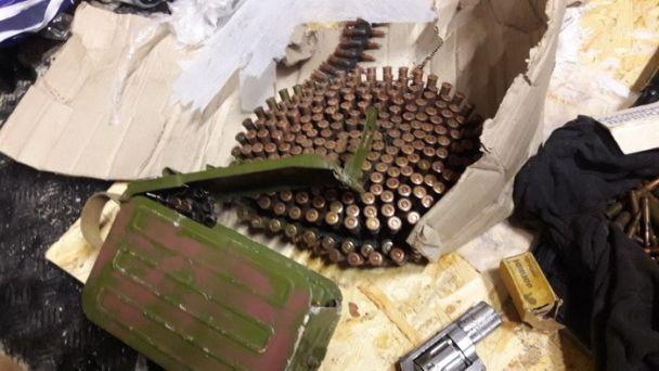 На Дніпропетровщині чоловік зберігав арсенал зброї з зони АТО