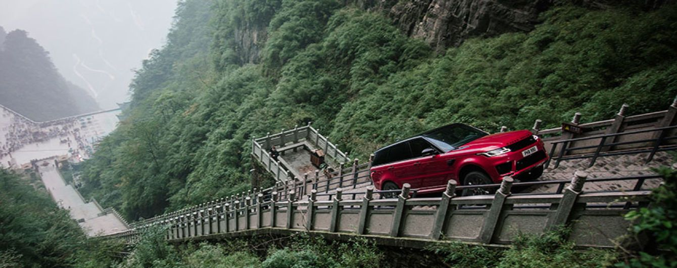 Range Rover научили ездить по лестницам