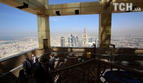 Самый высокий отель в мире имеет 75 этажей и расположен по соседству с самым высоким на планете небоскребом