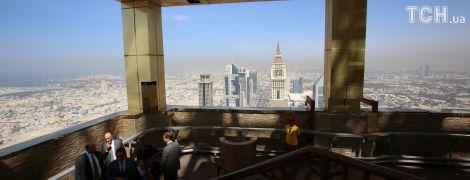 Найвищий готель у світі має 75 поверхів та розташований по сусідству з найвищим на планеті хмарочосом