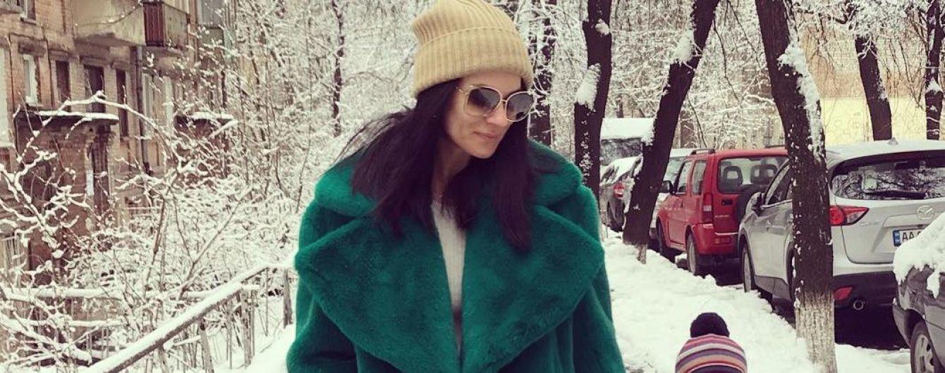 В большой зеленой шубе: Маша Ефросинина показала свой повседневный образ
