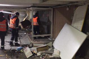 У підземному переході на Майдані зносять МАФи. КМДА обіцяє ремонт