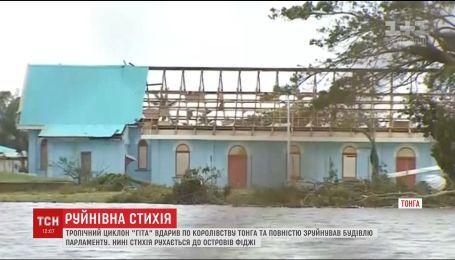 Королевство Тонга претерпело масштабные разрушения из-за ужасного урагана
