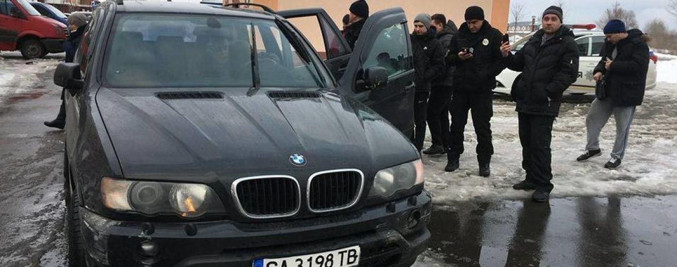 Голлівудська гонитва. Жителі Бучі впіймали п'яного водія BMW X5, який протаранив три автівки