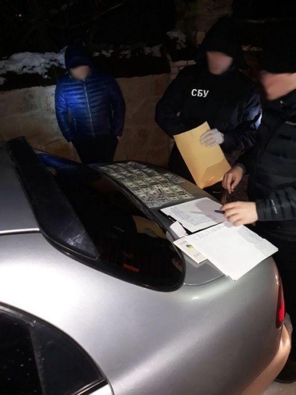 На Винниччине двое правоохранителей погорели на взятке