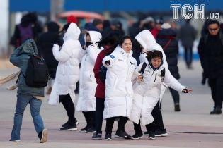 Мощный ураган в Пхенчхане: ветер сносит легкие конструкции, людей просят покинуть улицы